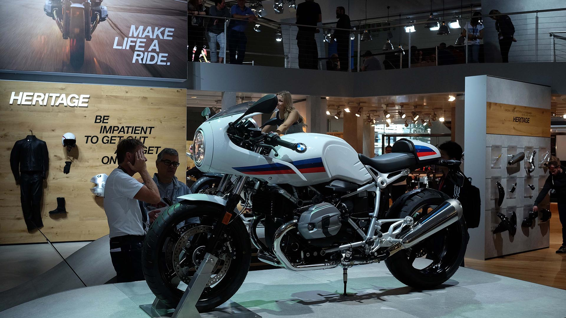Visitors look at details of German BMW motorcycles at the Intermot motorcycle trade fair in Cologne, western Germany on October 5, 2016.  Europe's biggest motorcycle trade fair runs until 09 October 2016. / AFP PHOTO / PATRIK STOLLARZ