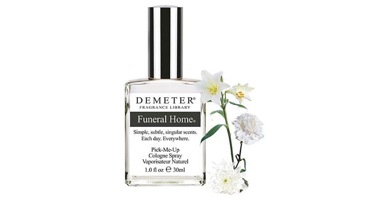 a1d4e0e3d Funeral Home huele a los aromas que sueltan las flores blancas clásicas de  entierro, como lirios, claveles y gladiolos. Trae también toques de madera  caoba ...